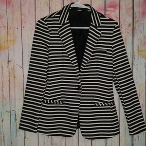 Black&white striped blazer w/ beautiful tailoring